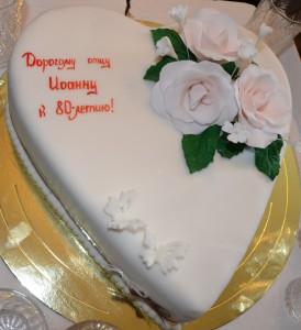 Тортик ко дню рождения. Вот такой сладкий подарок от любящих прихожан.