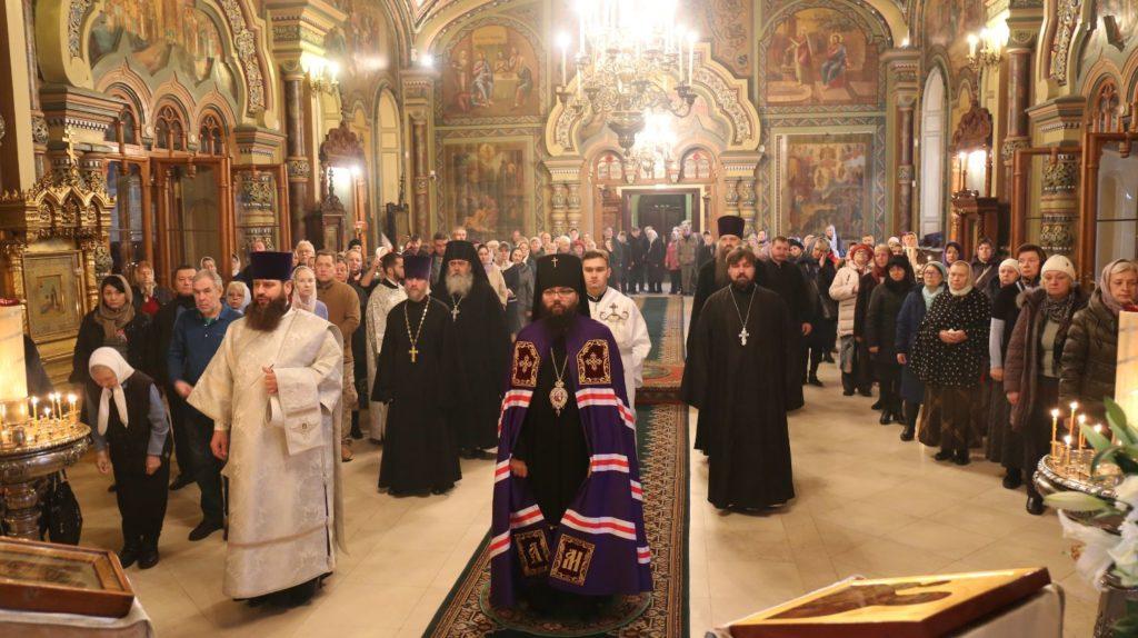 Архиепископ Матфей совершил Литургию в храме свт. Николая на Рогожском кладбище